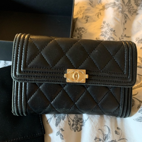 CHANEL Handbags - Chanel Le boy wallet
